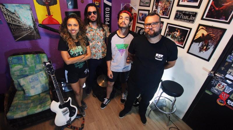 Você já pode ouvir o novo disco do Camarones Orquestra Guitarrística