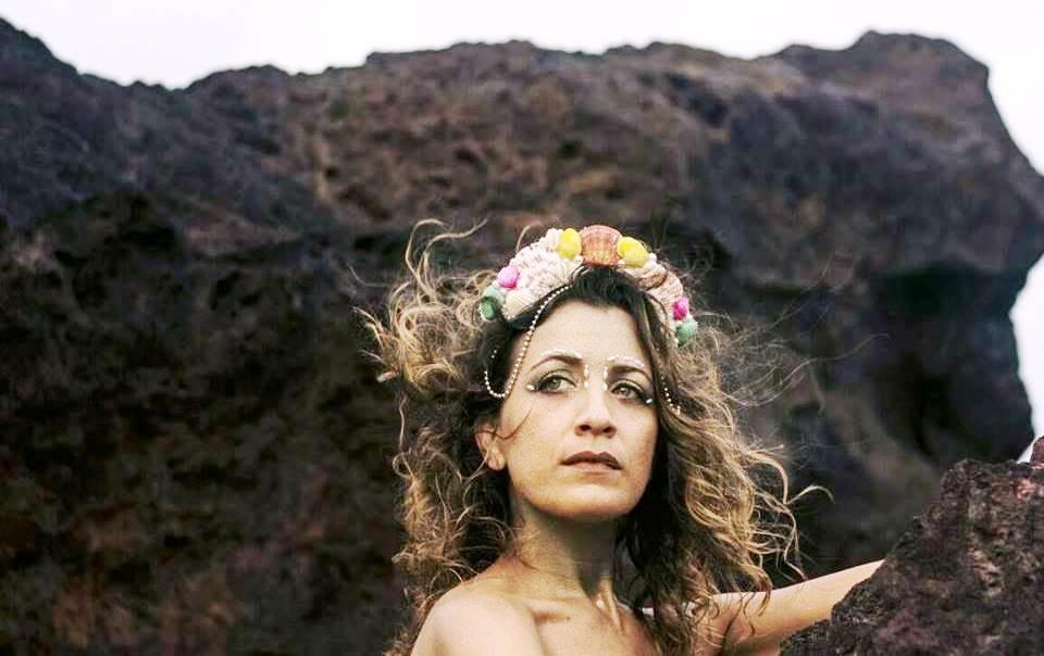 Domingo tem lançamento literário, recital e show de Sílvia Sol na Feira da Diversidade
