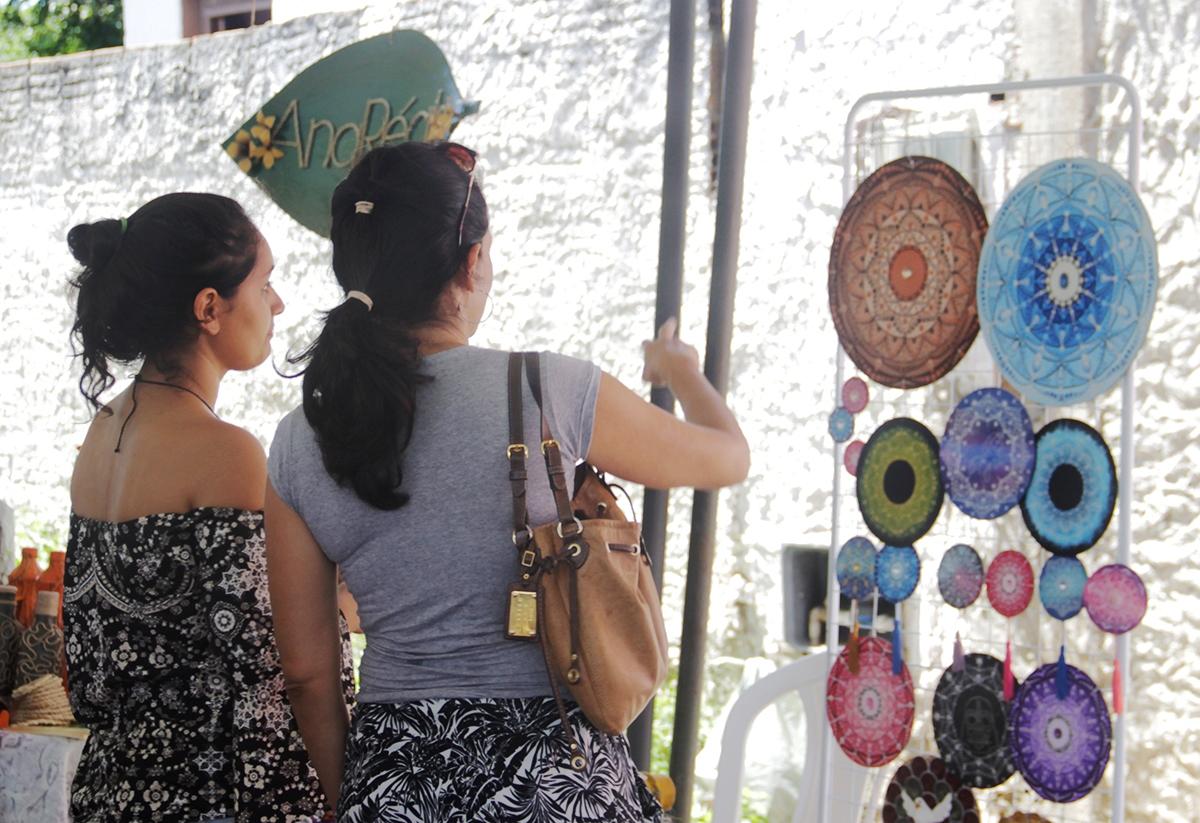 Feira Cultural traz reggae, poesia, teatro, gastronomia e brechó em Ponta Negra
