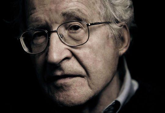 """""""Requiem for the American Dream"""" com Noam Chomsky: uma pérola escondida na Netflix"""