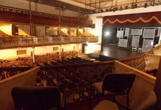 Artistas debatem projeto de restauração do Teatro Alberto Maranhão