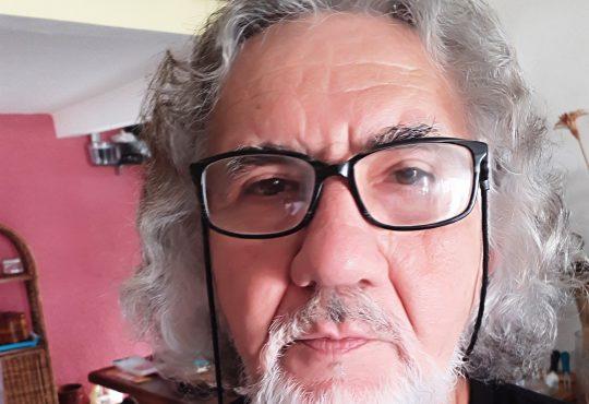 Compositor e poeta lança livro nesta sexta com shows em Ponta Negra