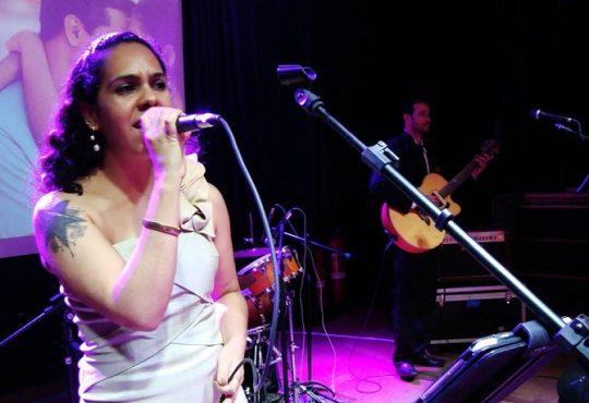 A música potiguar precisa da voz pop de Carmem Pradella