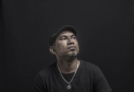 Maciel Salú, dos grandes artistas pernambucanos, faz show hoje em Parnamirim