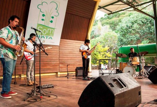 Som da Mata traz Holistic Jazz Group, com standards americanos e brasileiros