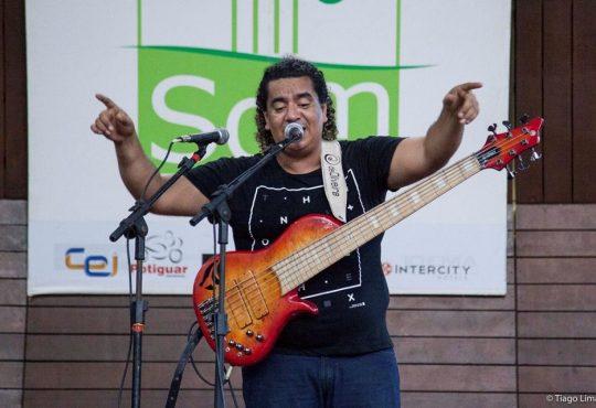 Dos maiores baixistas do mundo Sergio Groove se apresenta domingo em Natal