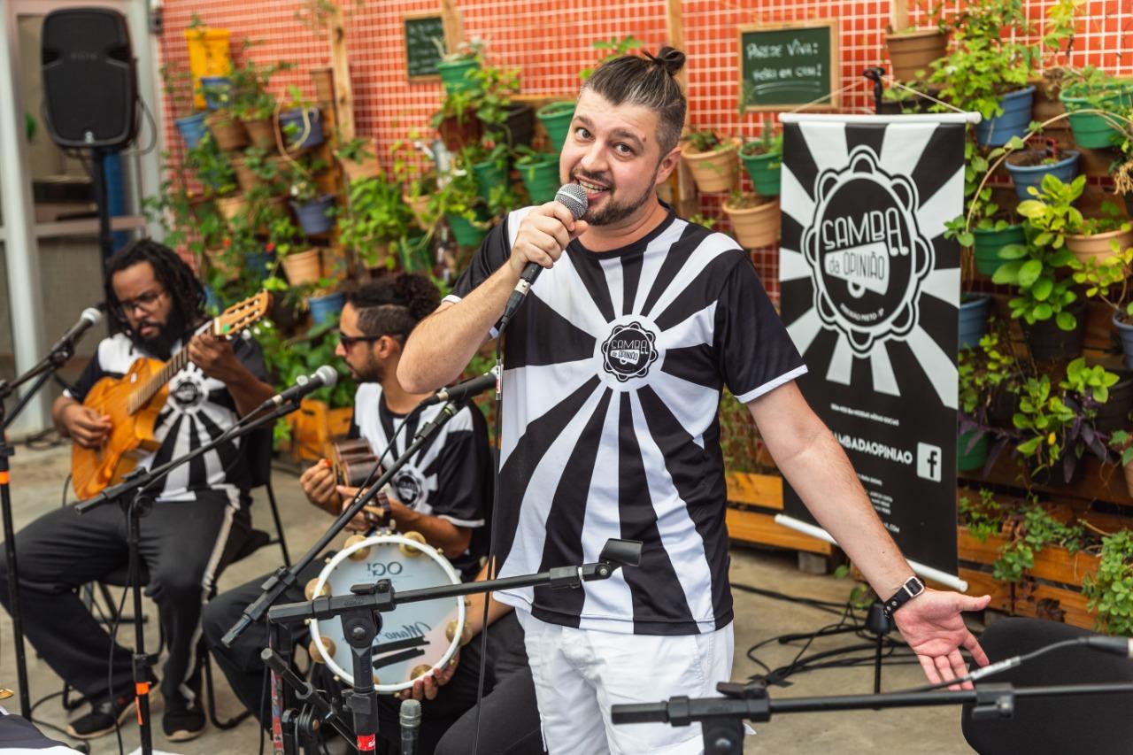 Thiago Padoca com o Samba da Opinião